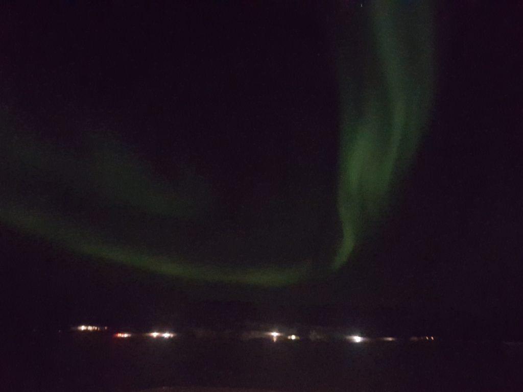 Norðurljós yfir brunarústunum. 21. nóv 2016