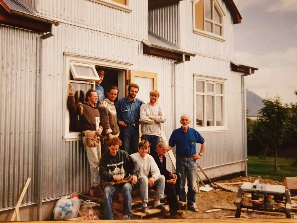 Byggingarflokkur Guðmundar og Önnu við stækkun á ferðaþjónustu þeirra 1990.